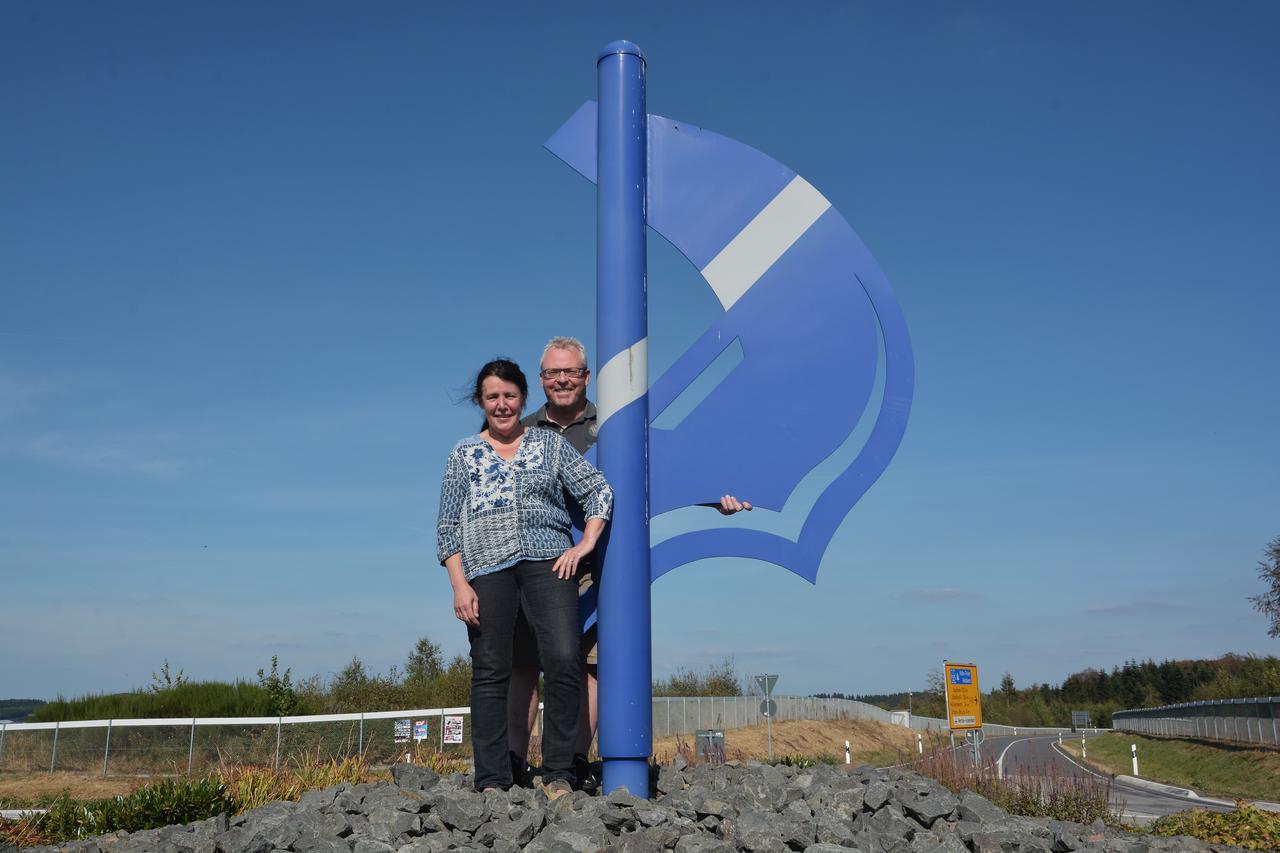 Das D auf dem Kreisverkehr steht für Dockweiler und genau dafür stehen auch Ralf Schüller und Rita Ring als erstes Prinzenpaar des Dorfes. TV-Foto: Helmut Gassen Foto: Helmut Gassen (HG)